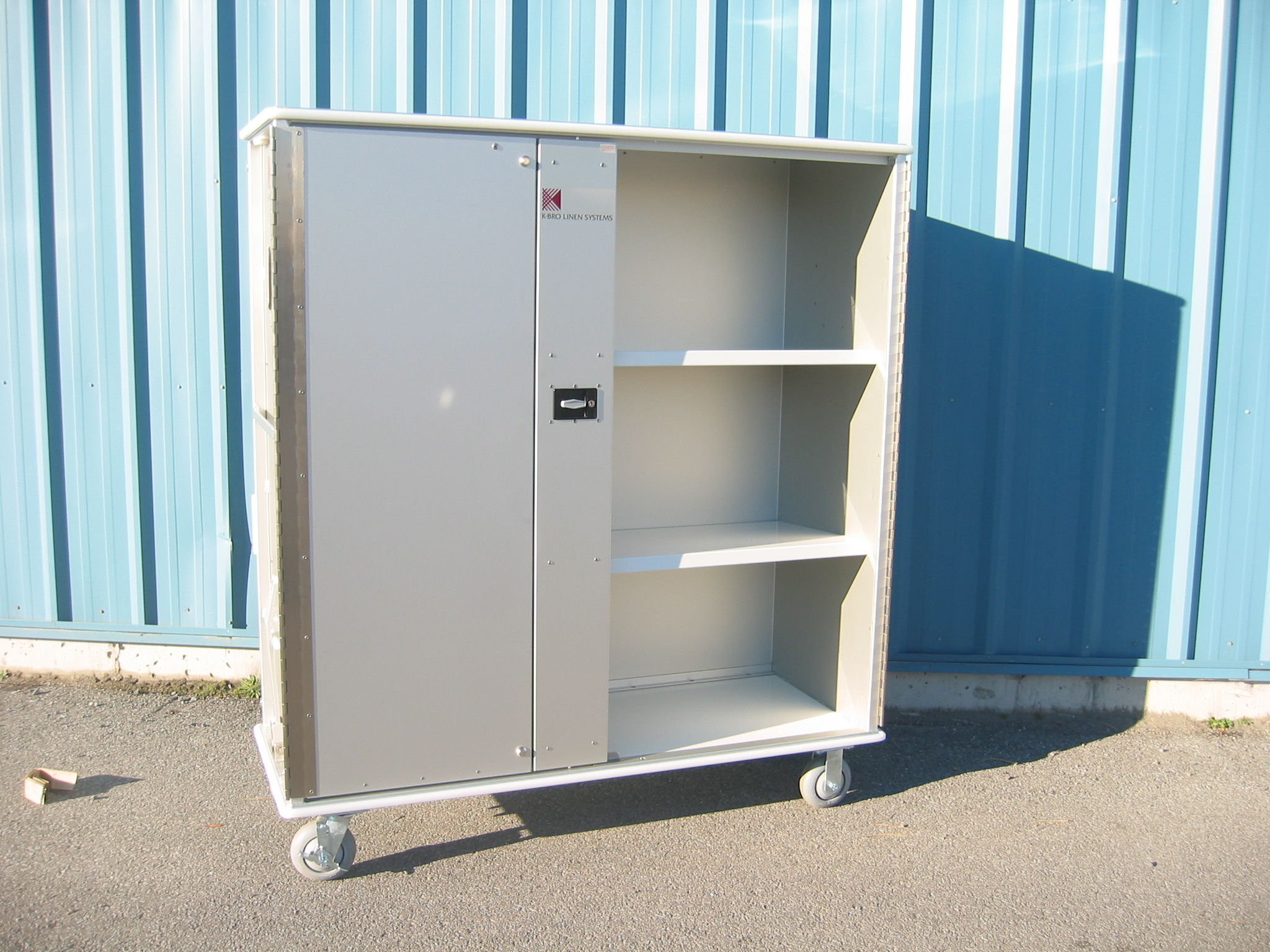 G700BF Enclosed Laundry Cart